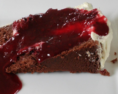 chocolate_cake_with_berries_and_cream_03_10x8